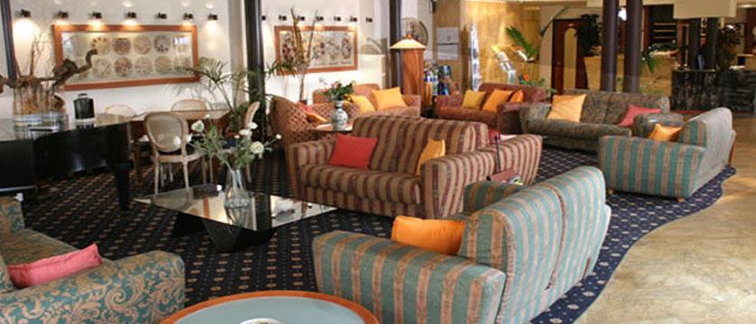 Catullo Hotel, Bardolino, Lake Garda, Italy - Lobby lounge.jpg